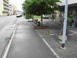 Selbstunfall in Niederuzwil SG - Autofahrer prallt gegen Sitzbank und Baum