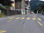 Unfall in Lichtensteig SG - Rollerfahrer kollidiert mit Geländer