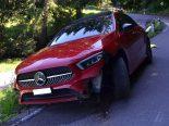 Wienacht AR - Mercedes prallt in Böschung