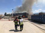 Hauterive FR - Grossbrand in Holzverwertungshalle