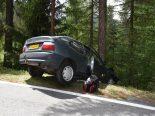 Santa Maria Val Müstair GR - Autofahrer kracht wegen überhitzter Bremse in Baum