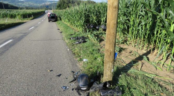 Fisibach AG - 46-Jähriger nach Töffunfall schwer verletzt