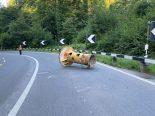 Baar ZG - Lastwagenfahrer verliert 800 Kilogramm schweres Druckrohr