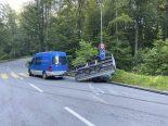 Zürich - Anhänger bei Unfall auf die Seite gekippt