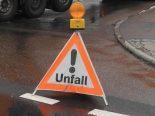 Saanen BE - Auto bei Unfall in Leitplanke geprallt