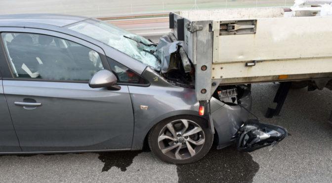 Unfall A2 / Dagmersellen LU - Alkoholisierter Fahrer fährt unter Anhänger