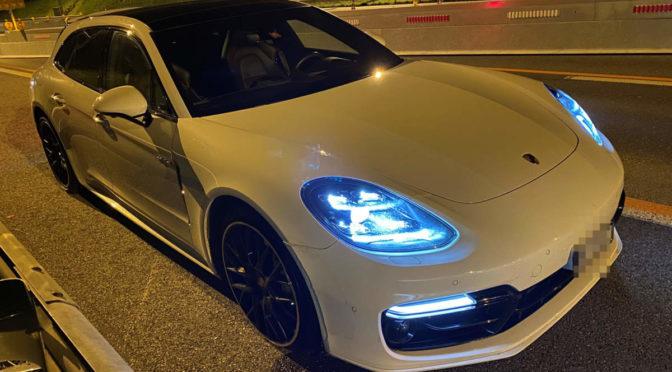 Unfall A3 Brugg AG - Porsche crasht Tafel