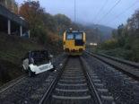 Unfall Baden AG: Auto rollt auf Bahngleis und kollidiert mit Zug