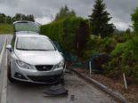 Wald AR: Autofahrer kracht bei Unfall in Metallzaun