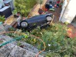 Unfall Pratteln BL: Auto landet auf Gartensitzplatz