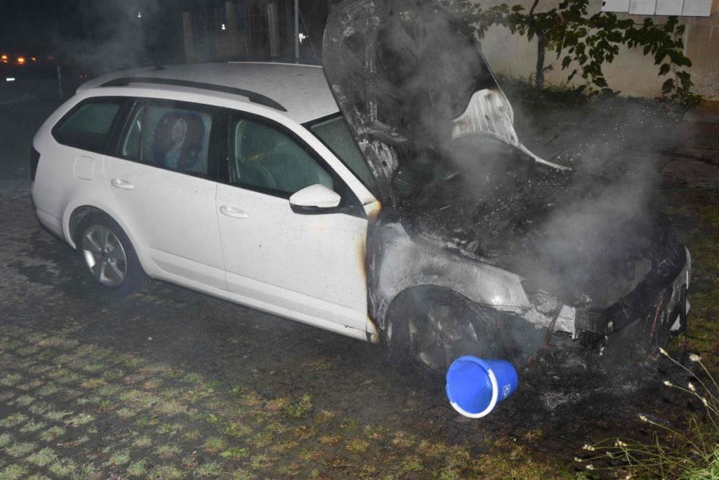 Uznach SG: Anwohner löschen brennendes Auto