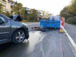 Stadt Zug - Lenkerin kracht bei Unfall in Abrollmulde
