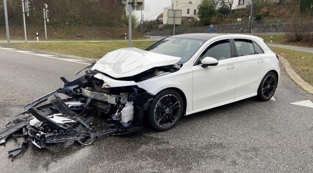 Unfall Aarau: Mercedeslenkerin (22) verursacht heftigen Crash