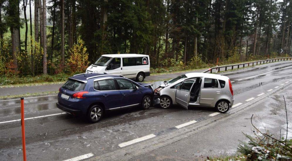 Teufen AR: Unfall zwischen zwei Personenwagen