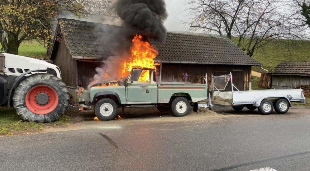 Sissach BL - Auto fängt nach Frontalunfall Feuer