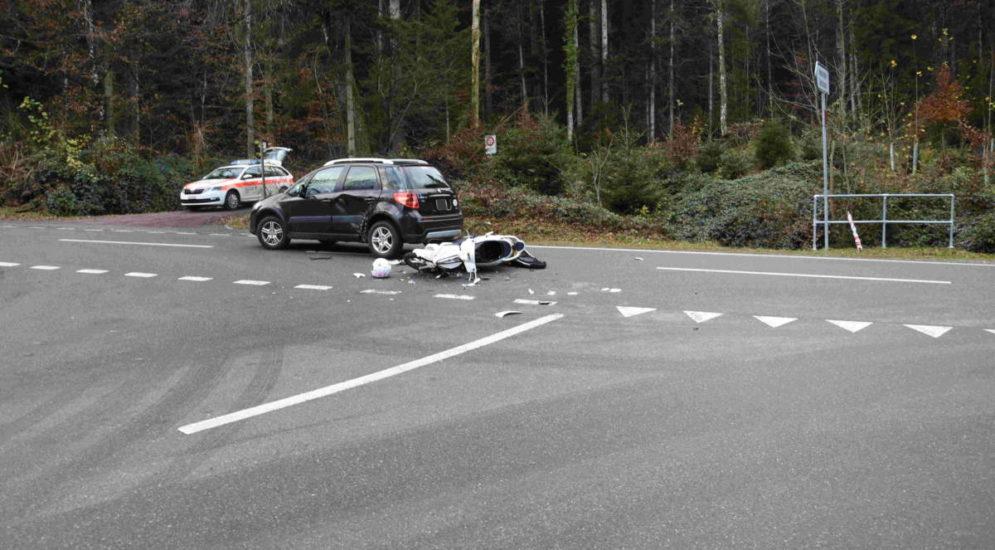 Engelburg SG - Rollerfahrerin (19) bei Unfall mit Auto verletzt