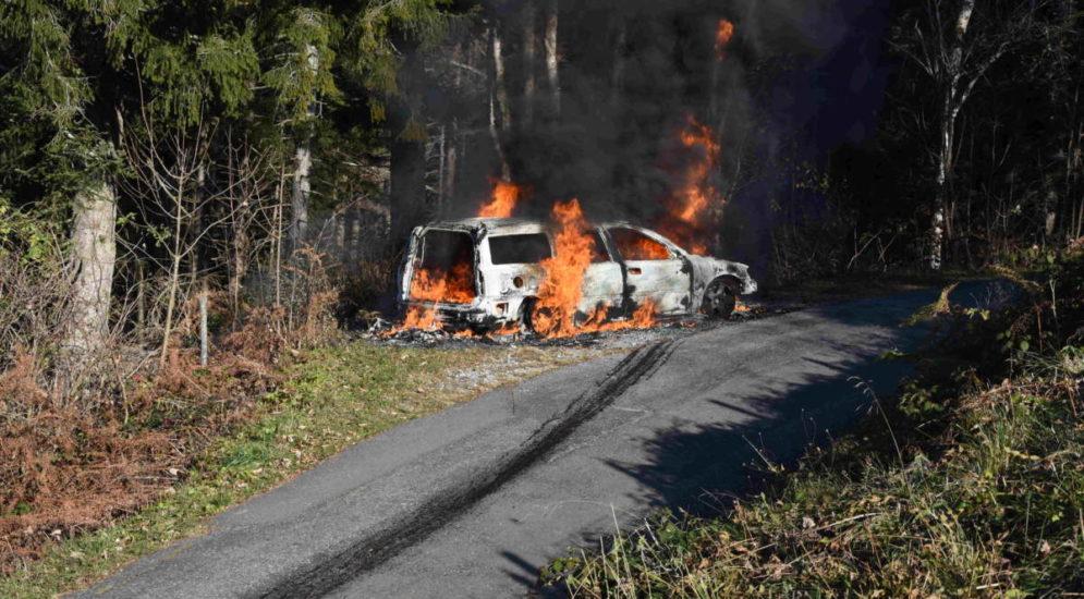 Rufi SG: Auto gerät in Vollbrand