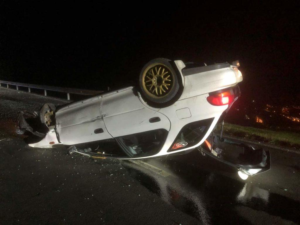 Unfall Mollis GL: Auto landet auf dem Dach