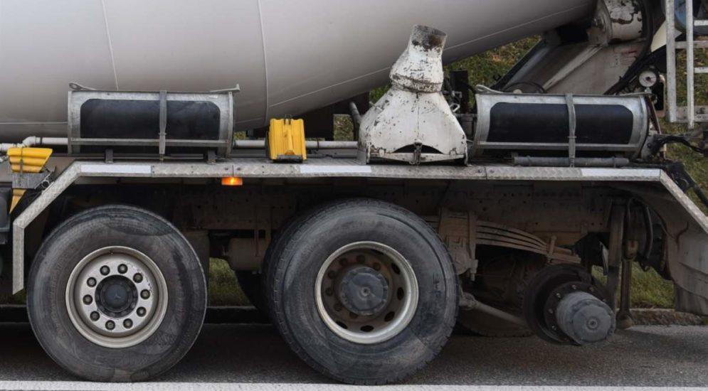 Domat/Ems GR: Lastwagen verliert auf Autobahn Doppelräder
