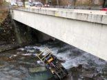 Chur GR - Gabelstapler bei Unfall in die Plessur gestürzt