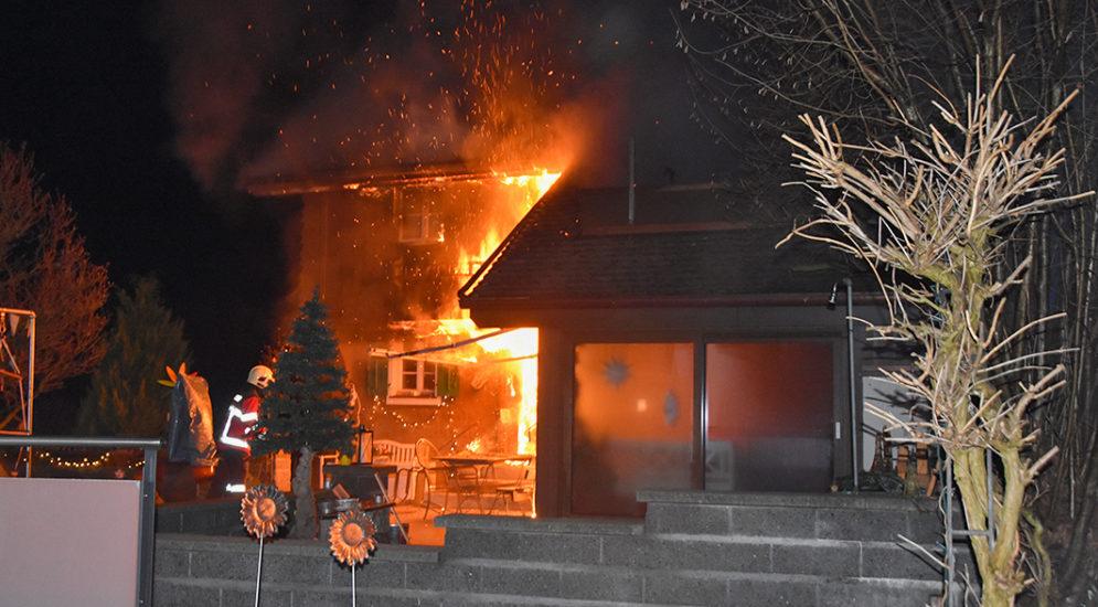 Ennetmoos NW - Brand eines Mehrfamilienhauses: Eine Person evakuiert