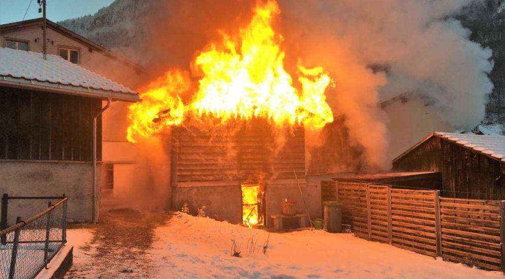 Brand Hätzingen GL: Einfamilienhaus in Flammen