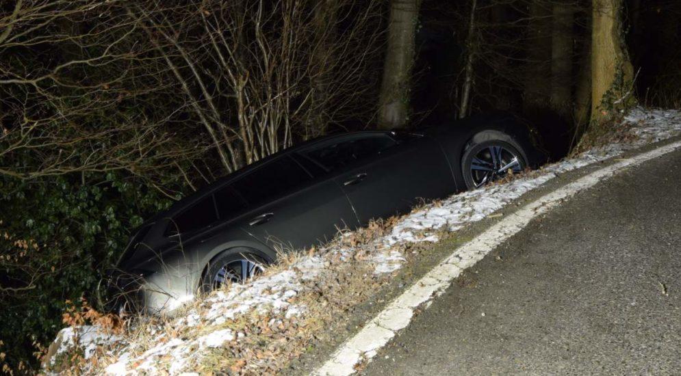 Unfall Wolfhalden AR - Herrschaft über Auto verloren und in Böschung gelandet