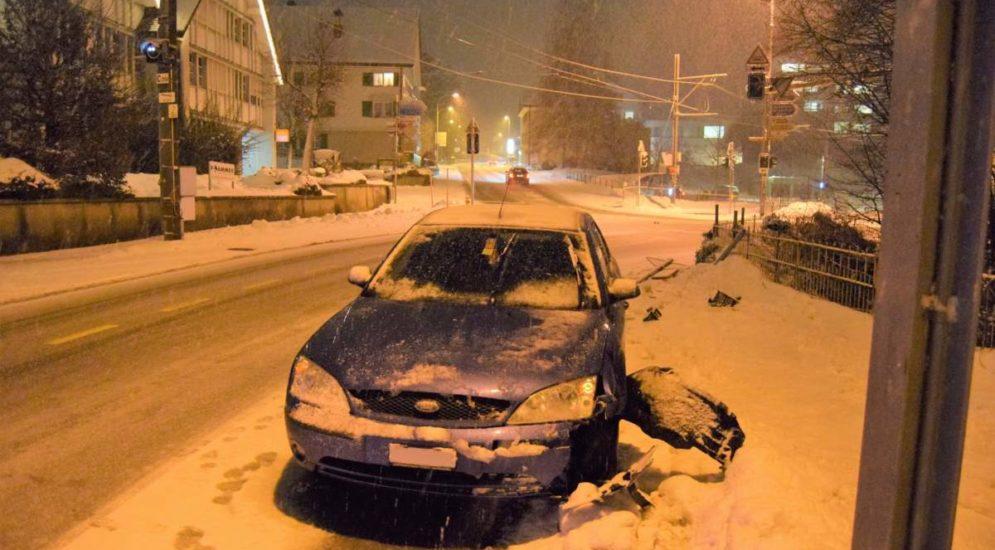 Herisau, Teufen AR - Unfälle auf schneebedeckter Strasse