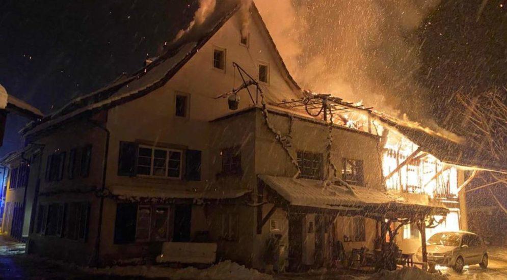 Ziefen BL - Scheune und Einfamilienhaus in Brand
