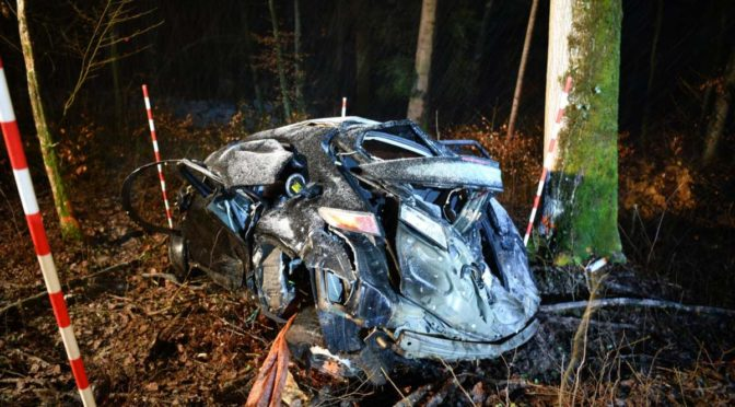 Unfall Lampenberg BL - 18-jährige Mitfahrerin ins Spital geflogen