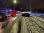 Lenzburg AG: Auto bei Unfall auf die Gleise geschleudert