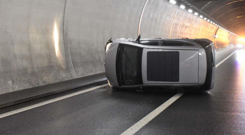 Unfall Luzern A2 - Auto überschlägt sich im Reussporttunnel