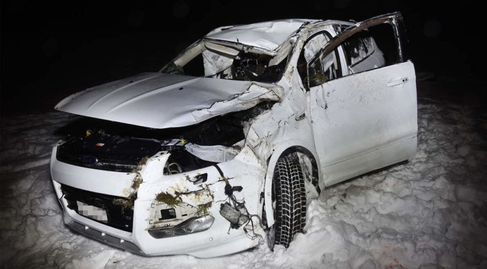 Unfall Wiesenberg NW - Auto überschlägt sich mehrmals: Zwei Verletzte