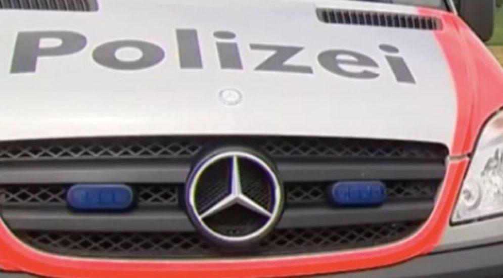 Winterthur ZH - Stadtbus mit Schneebrocken beworfen