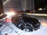 Domat/Ems GR: Bei Unfall auf der A13 in Verkehrsteiler geprallt