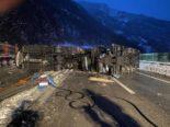 Unfall Seedorf UR - A2 gesperrt: Autotransporter kippt um