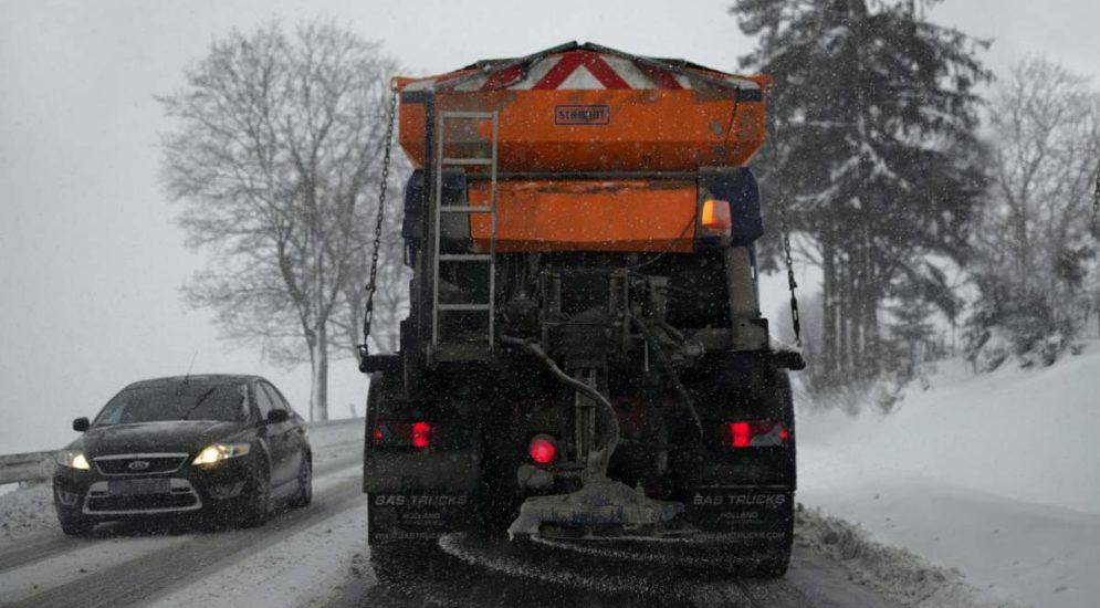 Oberwil-Lieli AG - Schneeräumungsfahrzeug überholt und verunfallt