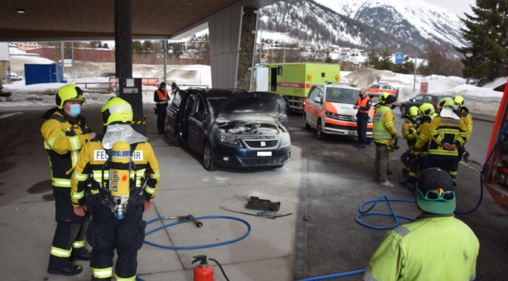 Samedan GR: Fahrzeugbrand bei der Tankstelle Cho d'Punt