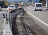 Unfall Gunzgen SO: Sattelmotorfahrzeug prallt auf A1 in Leiteinrichtungen