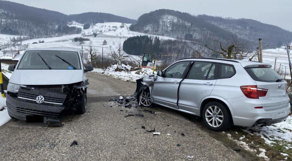 Maisprach BL: Heftiger Unfall zwischen Lieferwagen und Auto