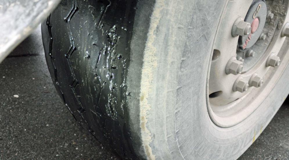 A2 Emmenbrücke LU - Polizei stoppt schweren LKW mit abgefahrenen Reifen