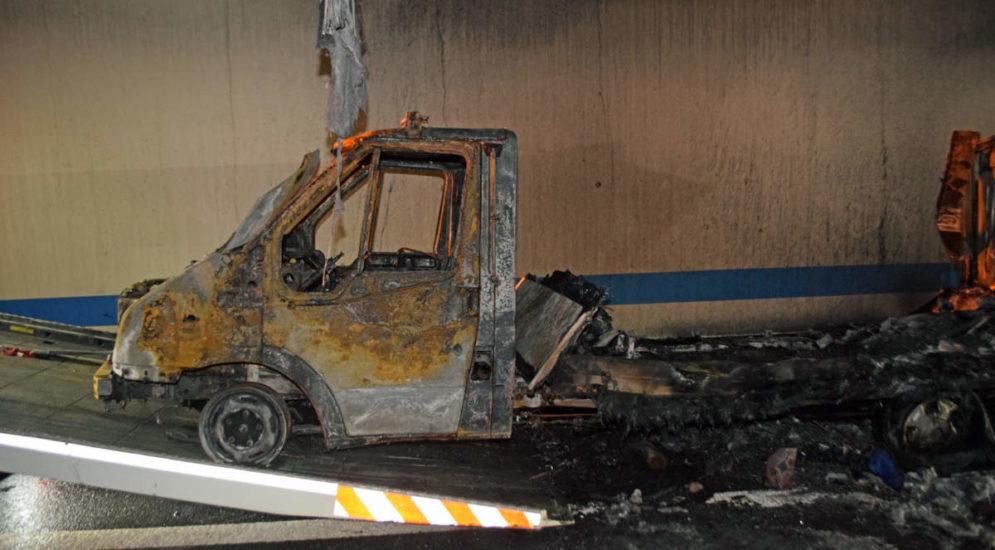 A2, Kriens LU: Fahrzeugbrand in Autobahntunnel