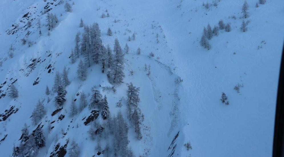 Val Ferret VS: Snowboarder bei Lawinenniedergang verstorben