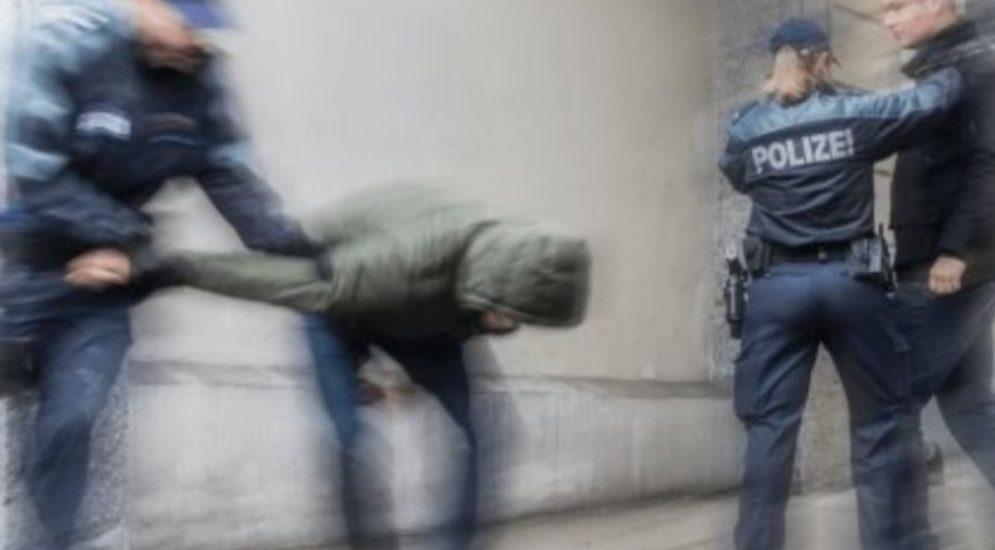 St.Gallen: Jugendliche gehen auf Polizisten los