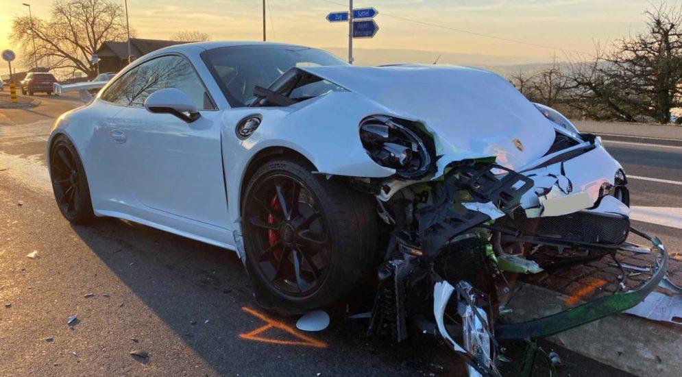 Unfall Baar ZG: Missachteter Vortritt fordert zwei Verletzte