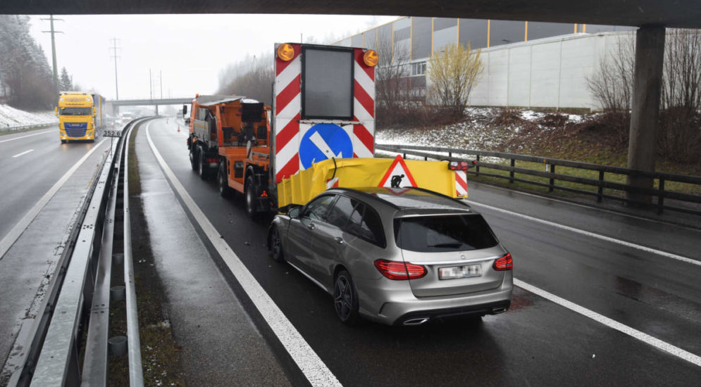 Wil: Bei einem Unfall auf der A1 in Signalisationsanhänger geprallt