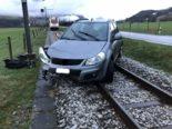 Neirivue FR: Bei Unfall auf den Bahngeleisen gelandet
