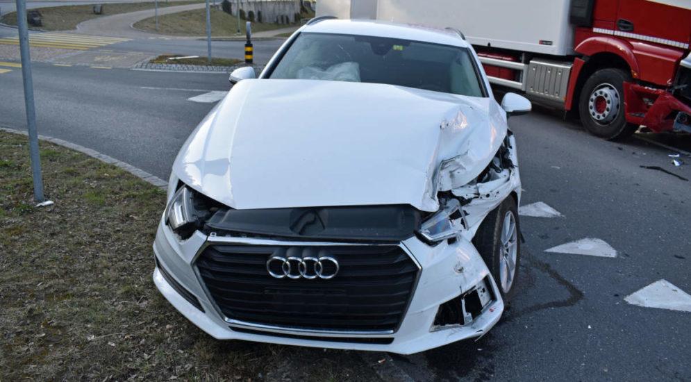 Willisau LU: Unfall zwischen Lastwagen und Auto