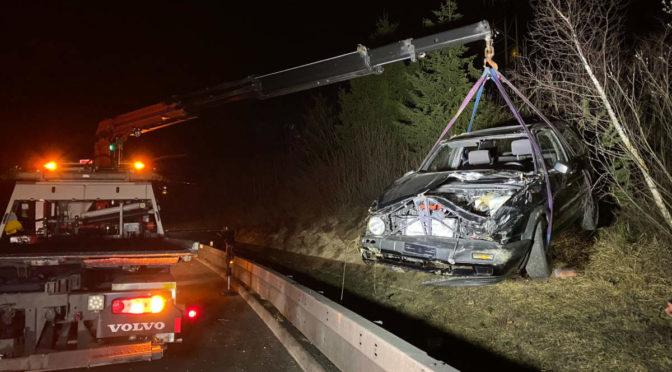 Unfall in Cham ZG: Auto überschlägt sich auf der Autobahn