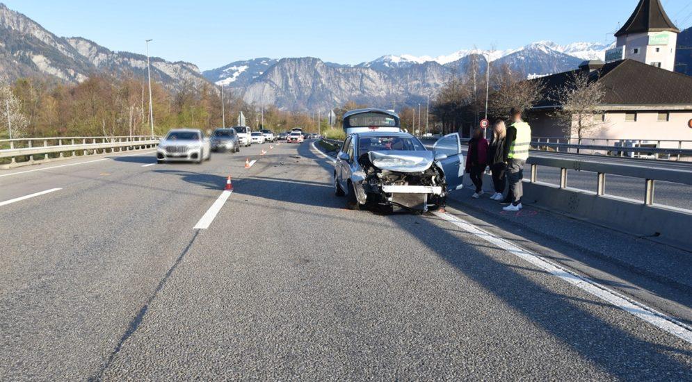 Unfall A13, Fläsch GR: Lenkerin (19) von weissem BMW abgedrängt